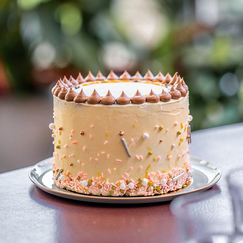 Verjaardagstaarten Cakes With Curves